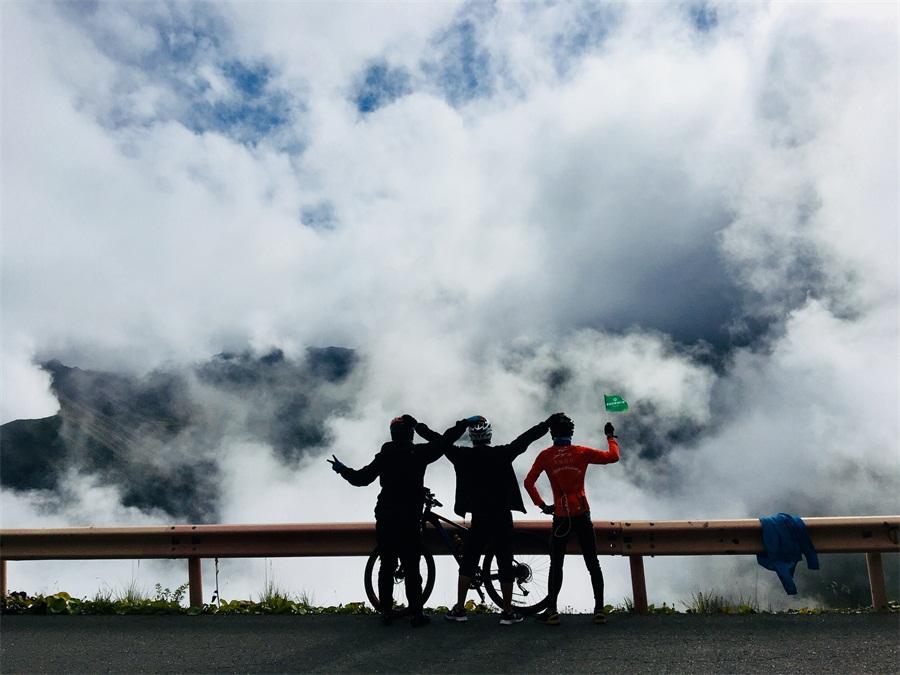 骑记巴朗山:无惧风雨洗礼,遇见更好自己
